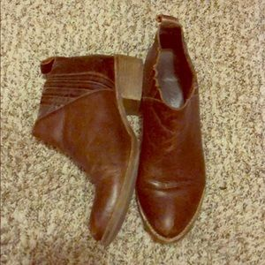 Matisse Booties 8.5 (dark brown)